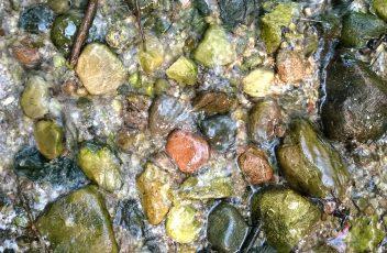 ivairiaspalviai antrojo saltinio vagos akmenys