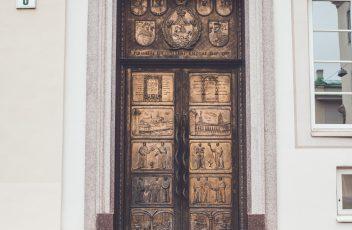 bibliotekos durys
